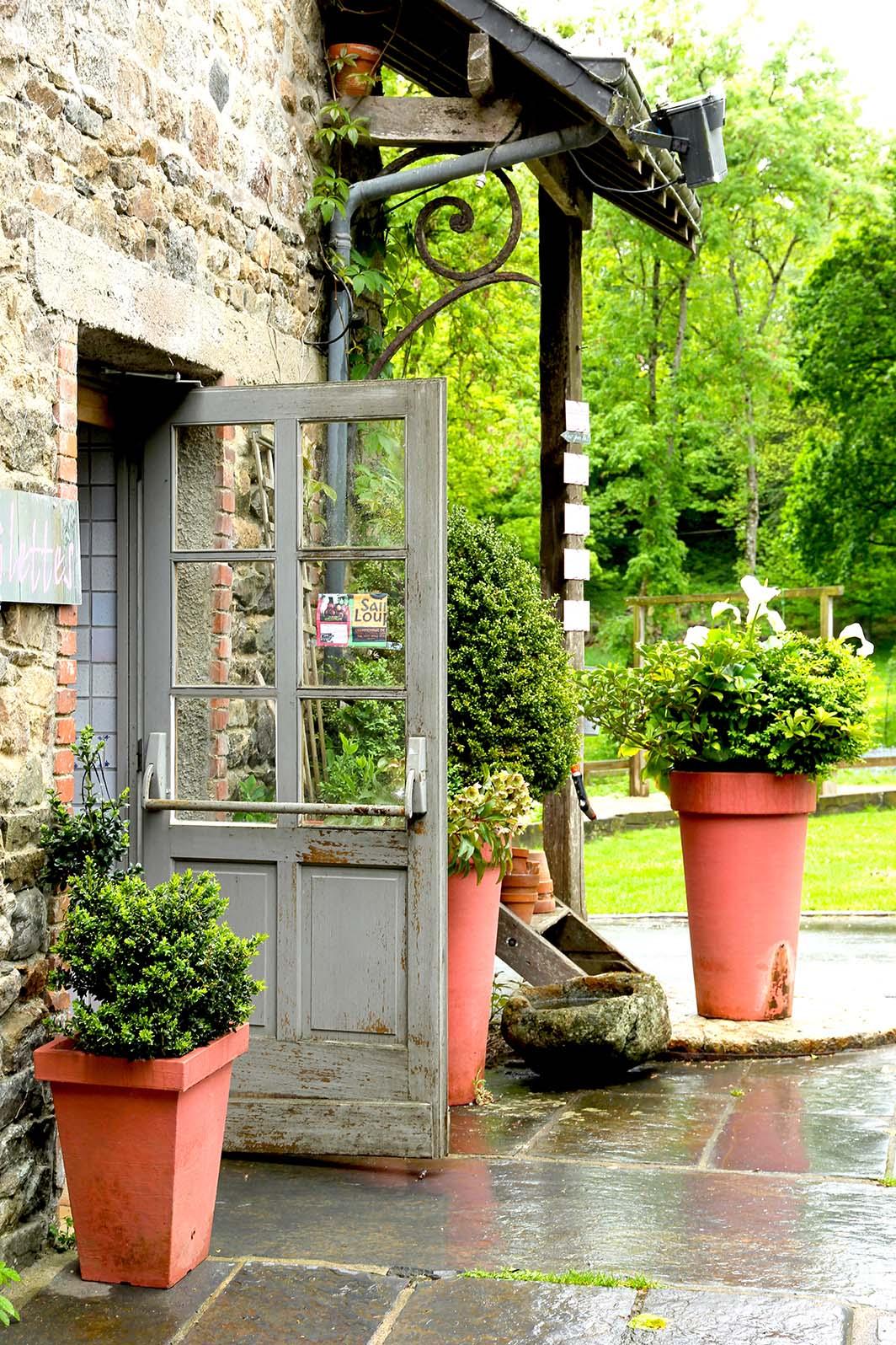 Au char bancs ferme auberge pl lo dans les c tes d for Jardinerie des jardins